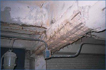 Износ материалов приводит к необходимости реконструкции.