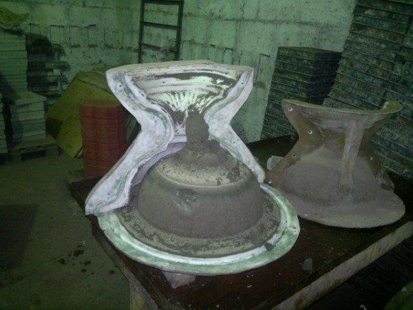Извлечение готового изделия будет производиться намного легче, если поверхность конструкции перед отливкой смазать маслом или жиром