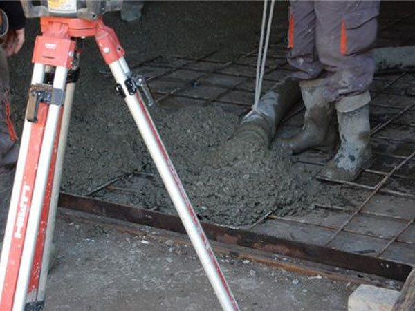 Как проводятся бетонные работы по бетонным полам