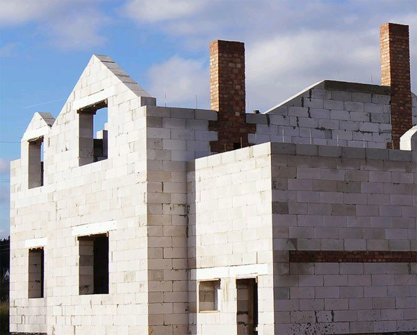 Как возводятся дома из ячеистого бетона