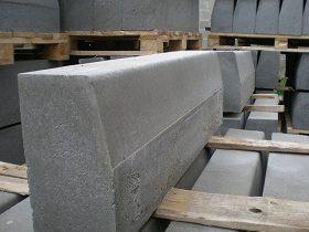 Камни из бетона наиболее распространены.