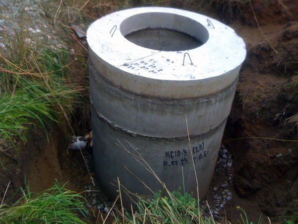 Кессон для скважины из бетонных колец – оптимальное решение