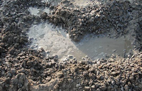Классическая смесь песка, цемента, гравия и воды.