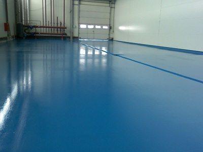 Краска для бетонного пола гаража позволяет продлить срок службы стяжки.