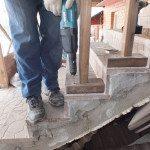 Крепление деревянной балясины шурупом по бетону