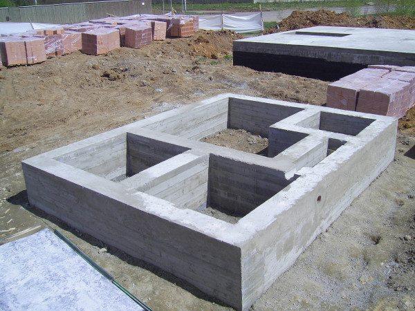 Литой фундамент - самая распространенная конструкция
