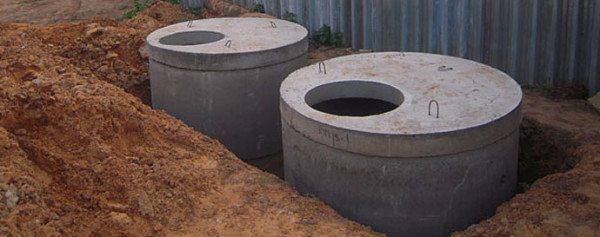 Локальная канализация из колец на стадии строительства.