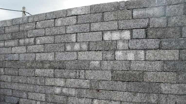 Любительское фото готовой стены, при изготовлении которой использовался данный материал