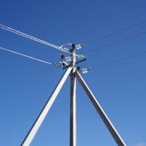 Любой поворот линии подвергается повышенным нагрузкам, вызванным действием натяжения проводов в перпендикулярных направлениях
