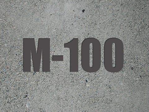 Марка М100 допускает использования крупнофракционного заполнителя, произведенного из осадочных пород. Отсюда - минимальная стоимость.