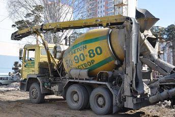 Машина для подачи бетона на высоту с помощью манипулятора
