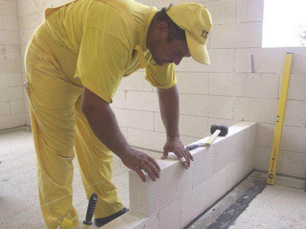 Материал может применяться для наружных и внутренних работ