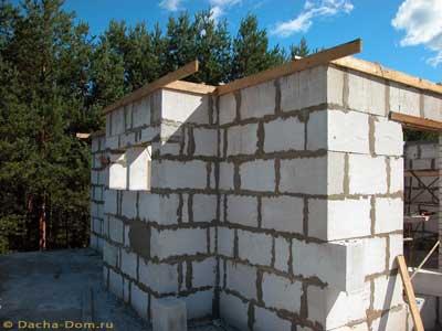 Материалы из газобетона приобретают все большую популярность в бытовом строительстве.