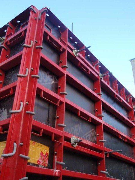 Металлическая форма для отливки типовых бетонных конструкций