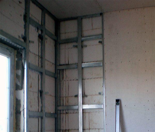 Металлический каркас под ГКЛ крепится на бетон