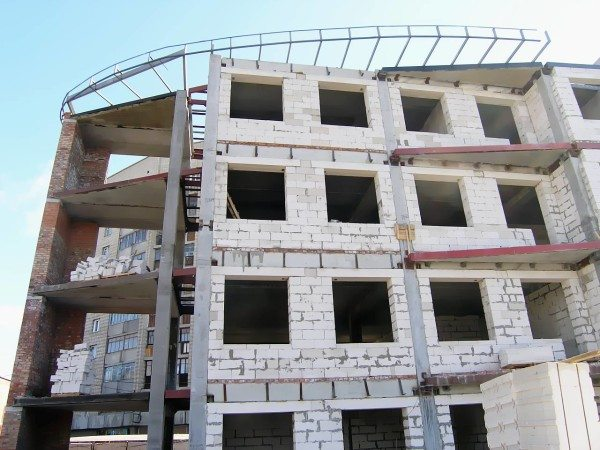 Многоэтажка из ячеистых блоков