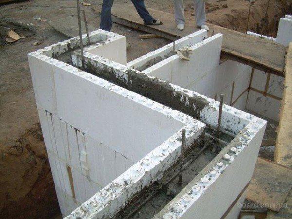 Монолитно-каркасное строительство частного дома с несъемной опалубкой.