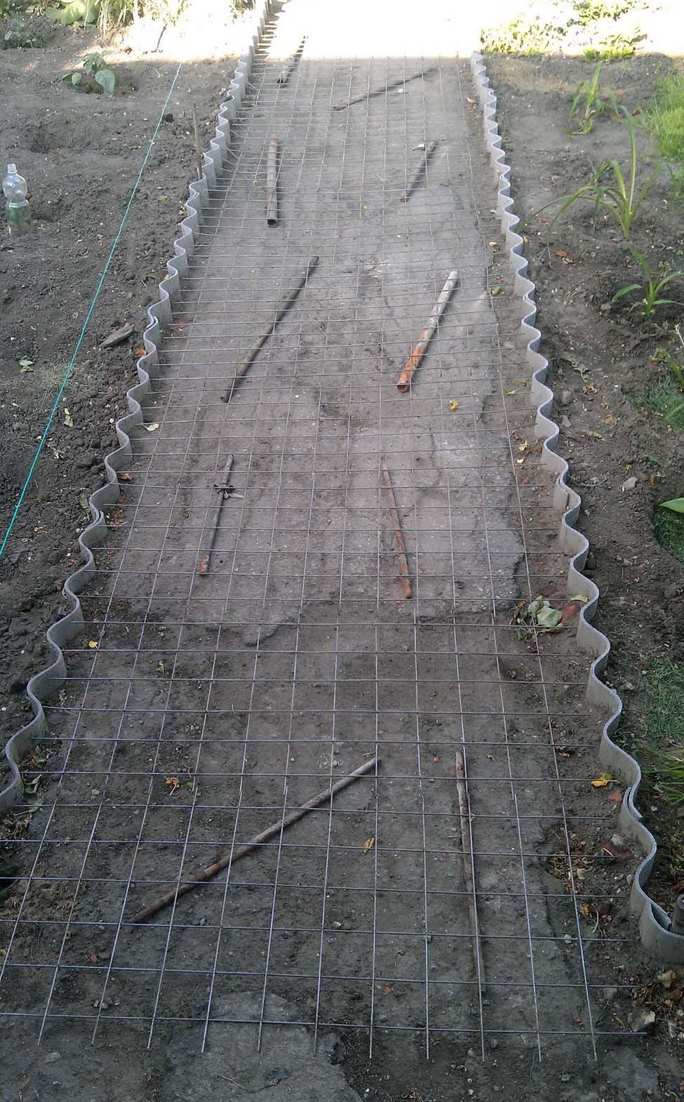 Монолитные системы обязательно армируются, чтобы предотвратить появление трещин и сделать конструкцию более прочной