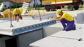 Монтаж бетонных плит перекрытия.