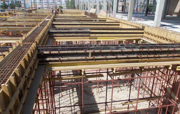 Монтаж боковых граней для монолитной конструкции