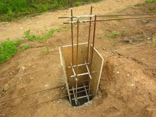Монтаж квадратной конструкции в грунт.