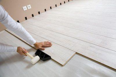 Монтаж ламината на бетонный пол в собственном доме
