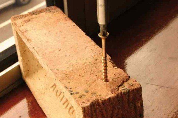 Монтаж самореза в бетон без сверления
