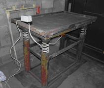 Можно приобрести самодельный станок, какой-нибудь Самоделкин с радостью подготовит для вас необходимого размера оборудование
