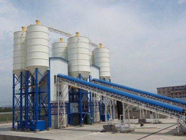 На бетонных заводах существуют все условия для производства раствора зимой.