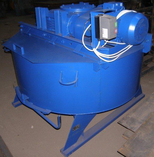 На фото - бетоносмеситель СБ-80-08.