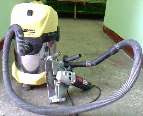 На фото - электроинструмент в связке с промышленным пылесосом