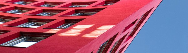 На фото - фасад здания, окрашенный огнезащитной краской