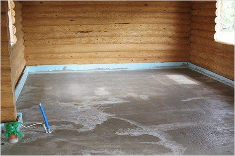 На фото - изготовление бетонного пола в деревянном доме