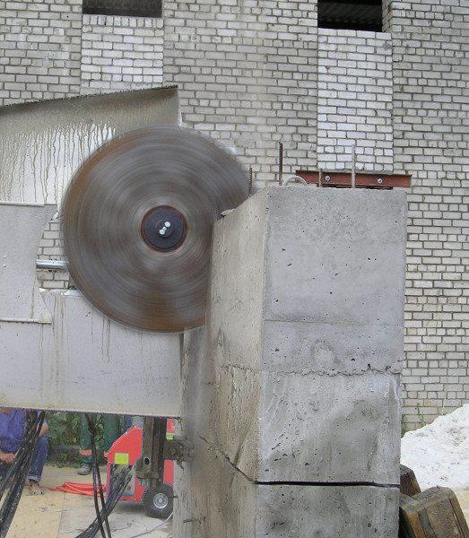 На фото - как можно разрезать бетон