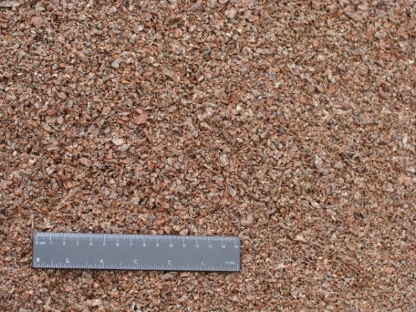 На фото - крошка кирпича и бетона