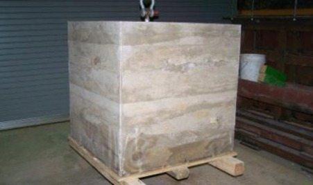 На фото - куб, отлитый из безцементного бетона