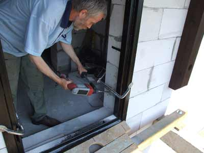 Установка металлической двери своими руками в газобетонном доме