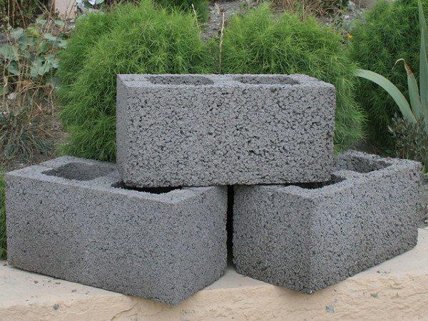 На фото - наиболее популярная модификация керамзитных блоков