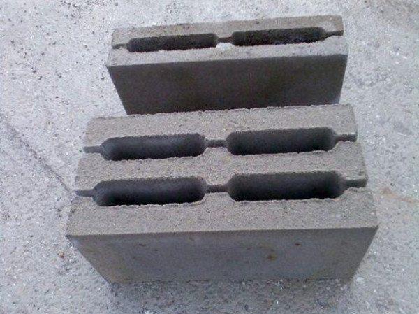 На фото - стеновой блок СБ-4ПР/1
