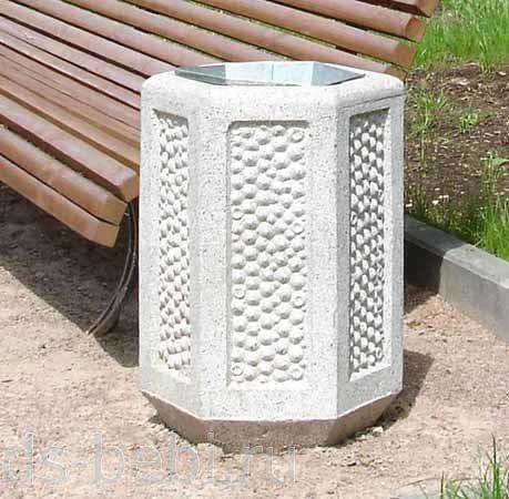 На фото - урны из бетона,которые прочно вошли в нашу жизнь и встречаются практически везде