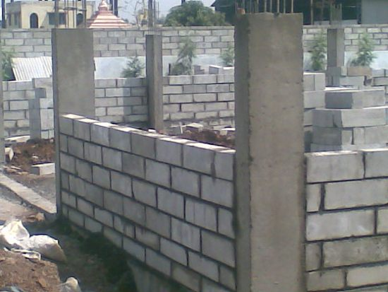 На фото - железобетонный каркас для обеспечения прочности всей постройки