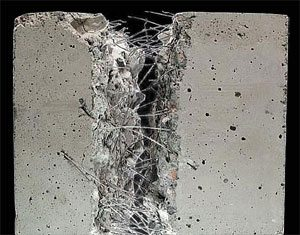 На фото – армированный фиброволокном бетон