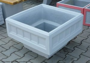 На фото – бетонная форма для растений