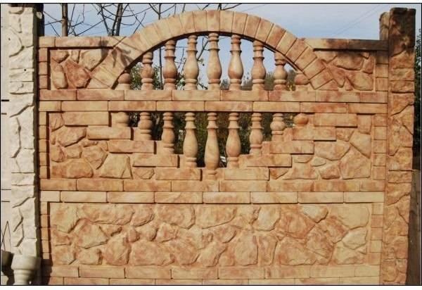 На фото – декоративный забор, изготовленный по новой технологии
