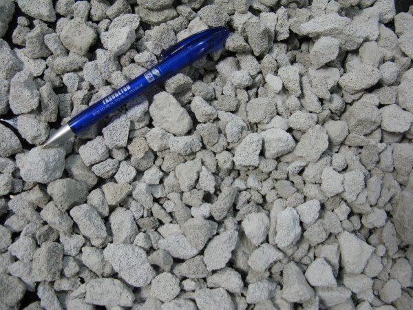 На фото – газобетонная крошка для строительных работ