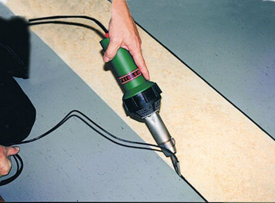 Клей для линолеума на бетонный пол: чем лучше приклеить, фото