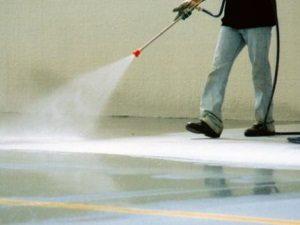 На фото – как ухаживать за бетоном после заливки правильно