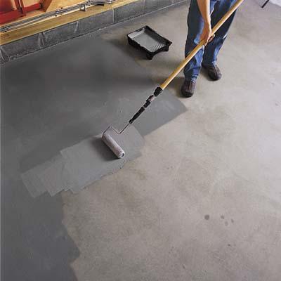 На фото – покраска бетонного покрытия