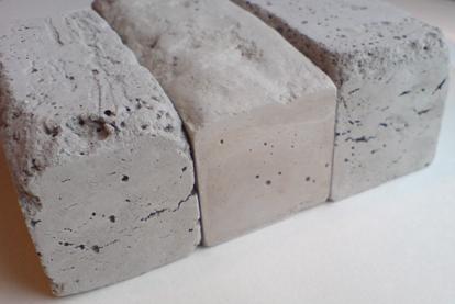 На фото – цементный камень, получаемый в процессе гидратации цемента.