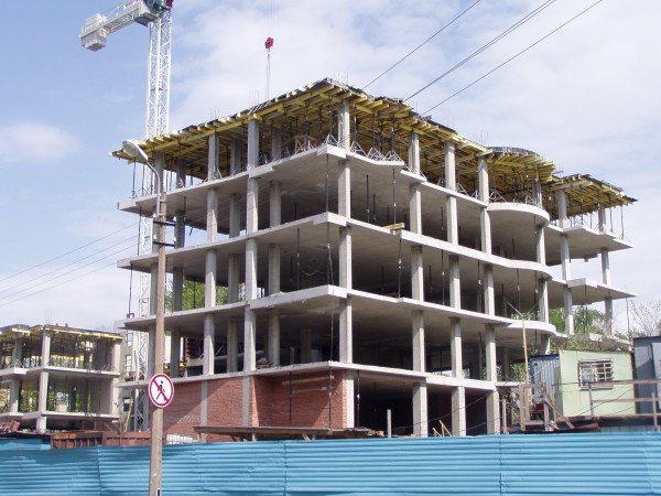 На фото – ж/б каркас многоэтажного здания